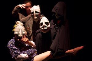 """""""Ménage a trois"""" approda al Teatro Elicantropo"""