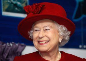 """""""Elisabetta II. Ritratto di Regina"""" è il nuovo libro di Paola Calvetti"""