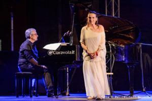 Lina Sastri intreccia i suoi versi con quelli di Merini, Ortese e Serao