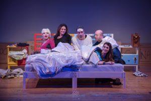 """Il rock dei Police nella commedia """"Uno di Troppo, il tesoro di mamma"""" in scena al teatro Tirso de Molina"""