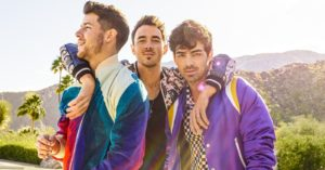 I Jonas Brothers tornano sul palco dopo quasi 10 anni di assenza