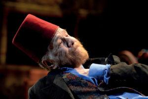 """Gabriele Lavia interpreta """"I giganti della montagna"""" di Pirandello"""
