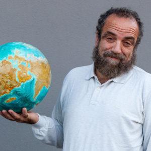 Comicità, ironia e satira per affrontare il tema della sostenibilità