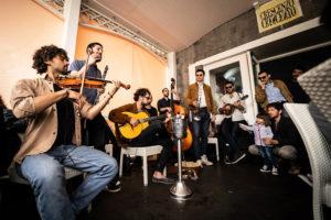 La trascinante energia di Strada Ketelos infiamma il Teatro Nuovo di Napoli