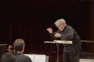 Luca Buratto torna all'Auditorium di Milano col Primo Concerto in Do maggiore di Beethoven