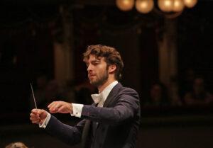 L'attività sinfonica del Teatro alla Scala riprende con un concerto diretto da Lorenzo Viotti