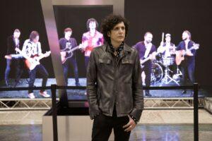 """""""Uno"""", Ermal Meta presenta il nuovo singolo nelle principali stazioni ferroviarie italiane"""