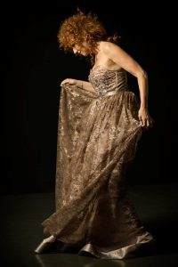 Fiorella Mannoia torna live con un suggestivo evento al Teatro Romano di Ostia Antica