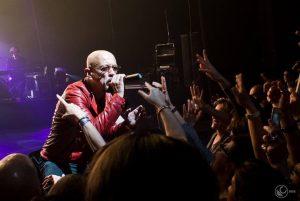 Enrico Ruggeri torna sul palcoscenico e sceglie un tour in versione elettrica